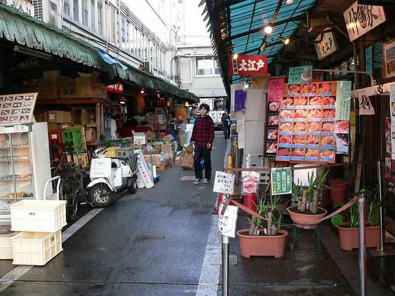 Vendors and restaraunts near the market.