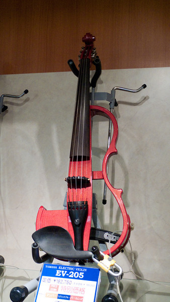 Yamaha Music Store - a very odd violen