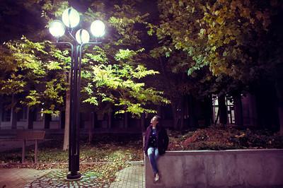 Tu under a street lamp