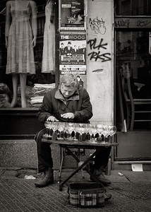MADRID -Rastro flea market - Busker