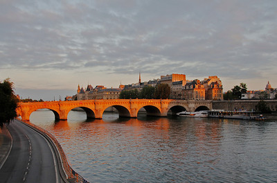 Pont-Neuf in Paris sunset