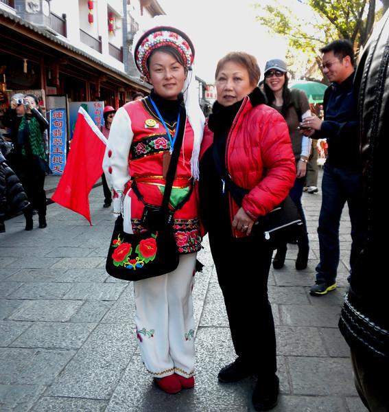 "Dali (大理) - Our local tour guide, sporting her Bai ethnic dress.  Her head gear is nicknamed Wind Flower Snow Moon.  ""风花雪月""还是白族少女的帽子,垂下的穗子是下关的风;艳丽的花饰是上关的花,洁白的帽顶是苍山的雪,弯弯的造型是洱海的月。"