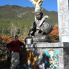 Lijiang (麗江) - Peter posing with a statue in Jade Water Stockade, a site of the local Dongba Religion (東巴教).