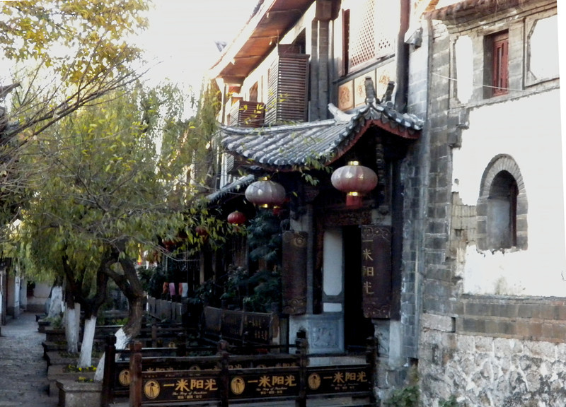 Lijiang (麗江) - a scene of a street inside Lijiang Ancient City