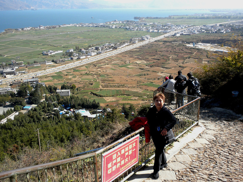 Dali (大理) - Looking down at Dali and the lake 珥海 from the cable car terminal