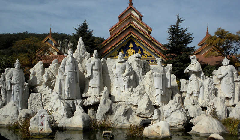 Kunming (昆明) - Stone statues in a shopping center showing historical and legendary Chinese generals.
