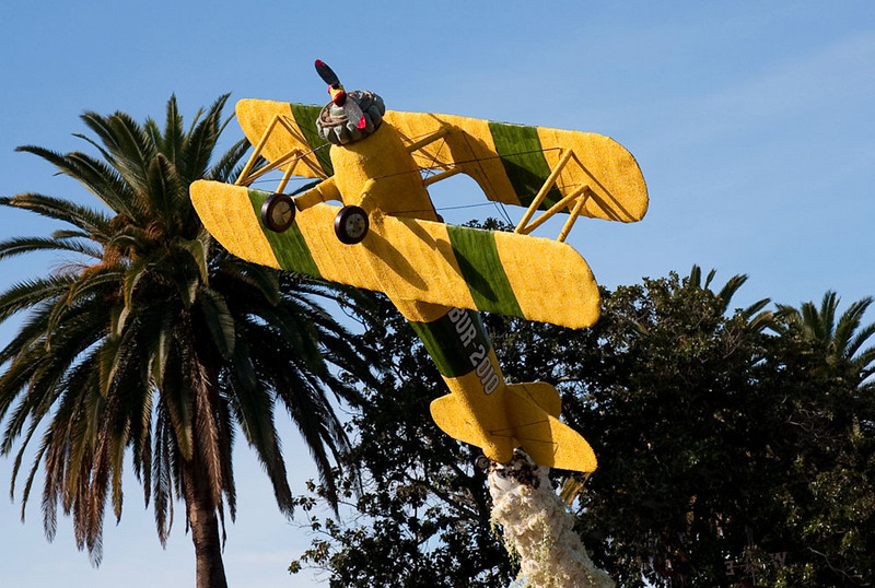 "Bi-plane on the city of Burbank float, ""Barnyard Aces"""