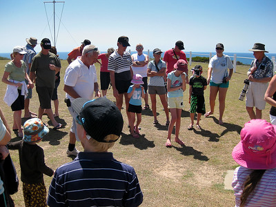 Author & former Lighthouse Keeper Stewart Buchanan speaks to the group - Agnes Water & Town of 1770, September 2009