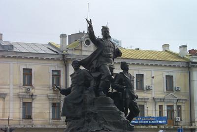 statue of three