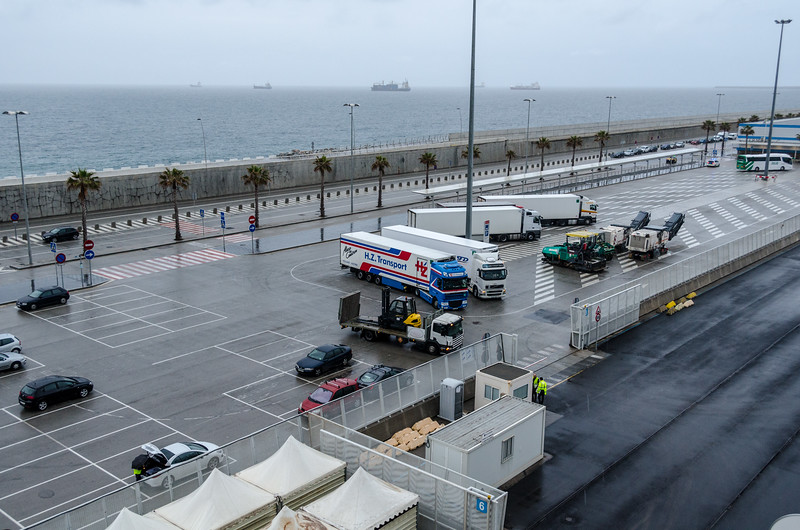 Arrival in Barcelona with trucks ready to resupply the Riviera