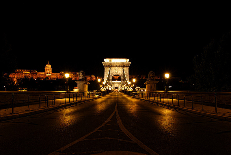 "<a href=""http://www.bridgesofbudapest.com/bridge/chain_bridge ""onclick=""window.open(this.href,  null, 'height=537, width=780, toolbar=0, location=0, status=1, scrollbars=1, resizable=1'); return false"">Széchenyi Chain Bridge</a>, <a href=""http://www.lonelyplanet.com/hungary/budapest""onclick=""window.open(this.href,  null, 'height=537, width=780, toolbar=0, location=0, status=1, scrollbars=1, resizable=1'); return false""> Budapest</a>, Hungary."