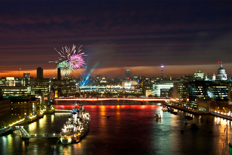 "<a href=""http://www.lordmayorshow.org/visitors/fireworks""onclick=""window.open(this.href,  null, 'height=537, width=780, toolbar=0, location=0, status=1, scrollbars=1, resizable=1'); return false"">Lord Mayor's Fireworks</a>, <a href=""http://www.discoverlondonbridge.co.uk/default.aspx?m=23&mi=195&ms=0""onclick=""window.open(this.href,  null, 'height=537, width=780, toolbar=0, location=0, status=1, scrollbars=1, resizable=1'); return false"">London Bridge</a>, London England."
