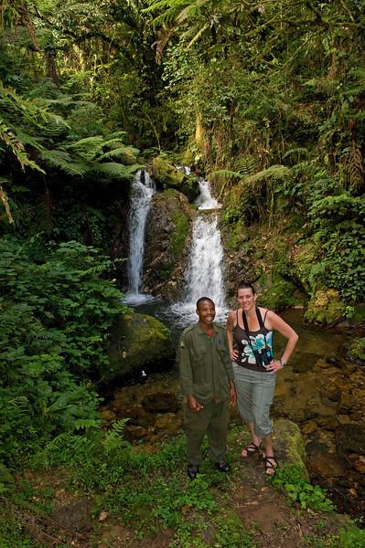 _DSC4016e Christie & Guide at Falls