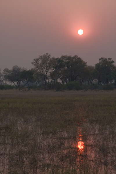 There were a lot of forest fires in Angloa & Namibia which gave the sky a nice red colour at sunset