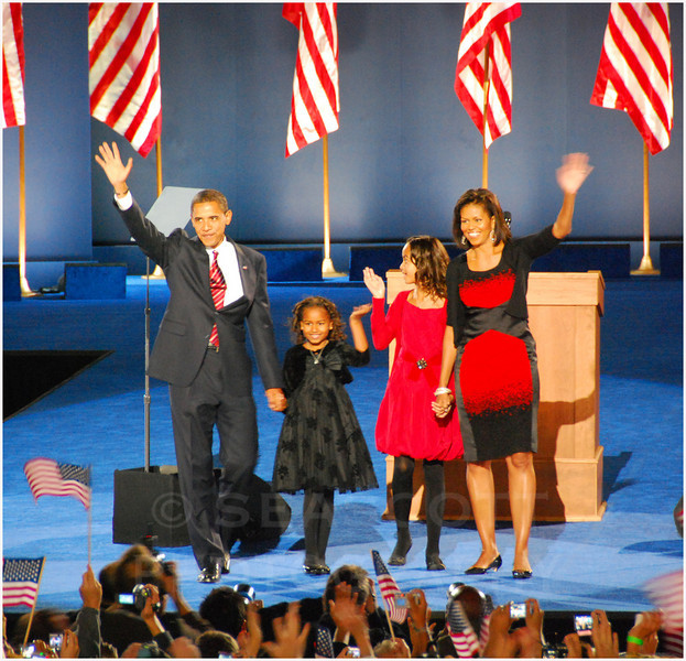 Barak Obama and his family celebrate his nomination in Chicago, Illinois.  Nov 4, 2008.
