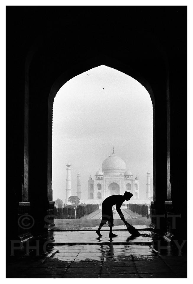 Dawn at the Taj Mahal, Agra, India.