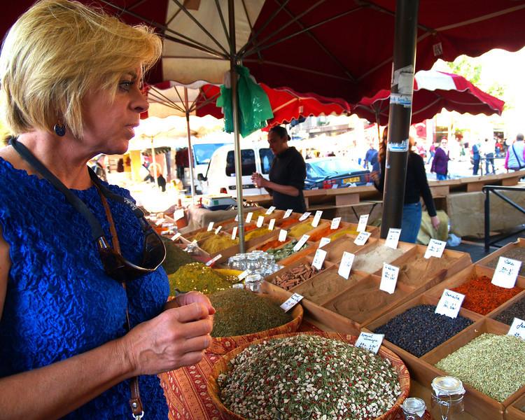 Herbs en provence <br /> Market - Arles, France