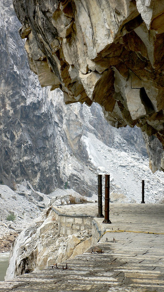 Questionable Safety, Tiger Leaping Gorge, China