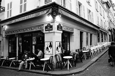 Le Mouffetard Bar Le mouffetard bar on Rue Mouffetard, home to one of Paris's many markets.