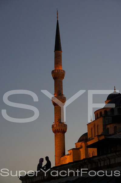 Blue Mosque minaret with couple
