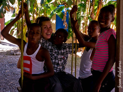Haiti-Photo_Bomb