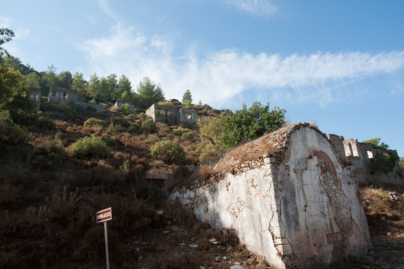 This gets interesting. Now we are touring Kayakoy, a ghost town of an abandoned village, formerly housing around 300 Greek households. Well, here, you can read the sign ======>
