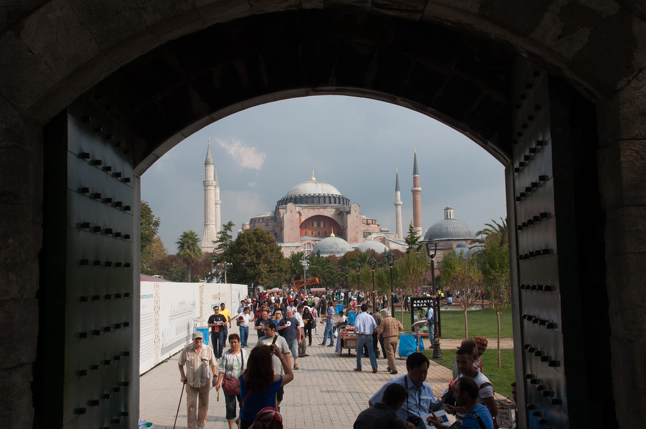 Hagga Sofia from the entrance gate of the Blue Mosque.