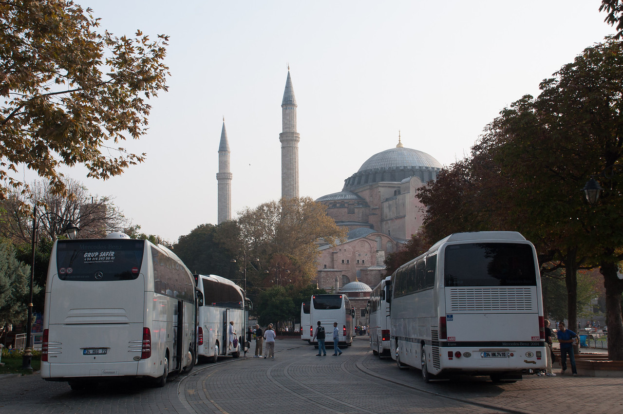 Tour bus traffic at the Hagga Sofya.