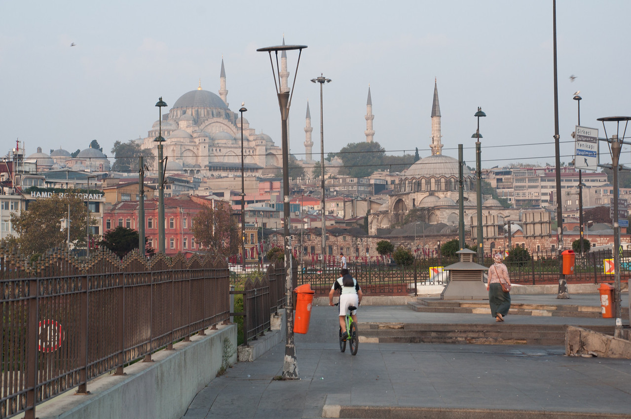 First morning I got up early and took a tram to the Galata Bridge.