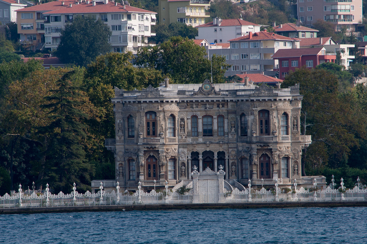 Waterside Yali, old mansion from the Sultan days. Yali are often mentioned in Orhan Pamuk's Memories of Istanbul. When he was a kid, in the 1950's, some still housed aging members of the last Sultan's harem.