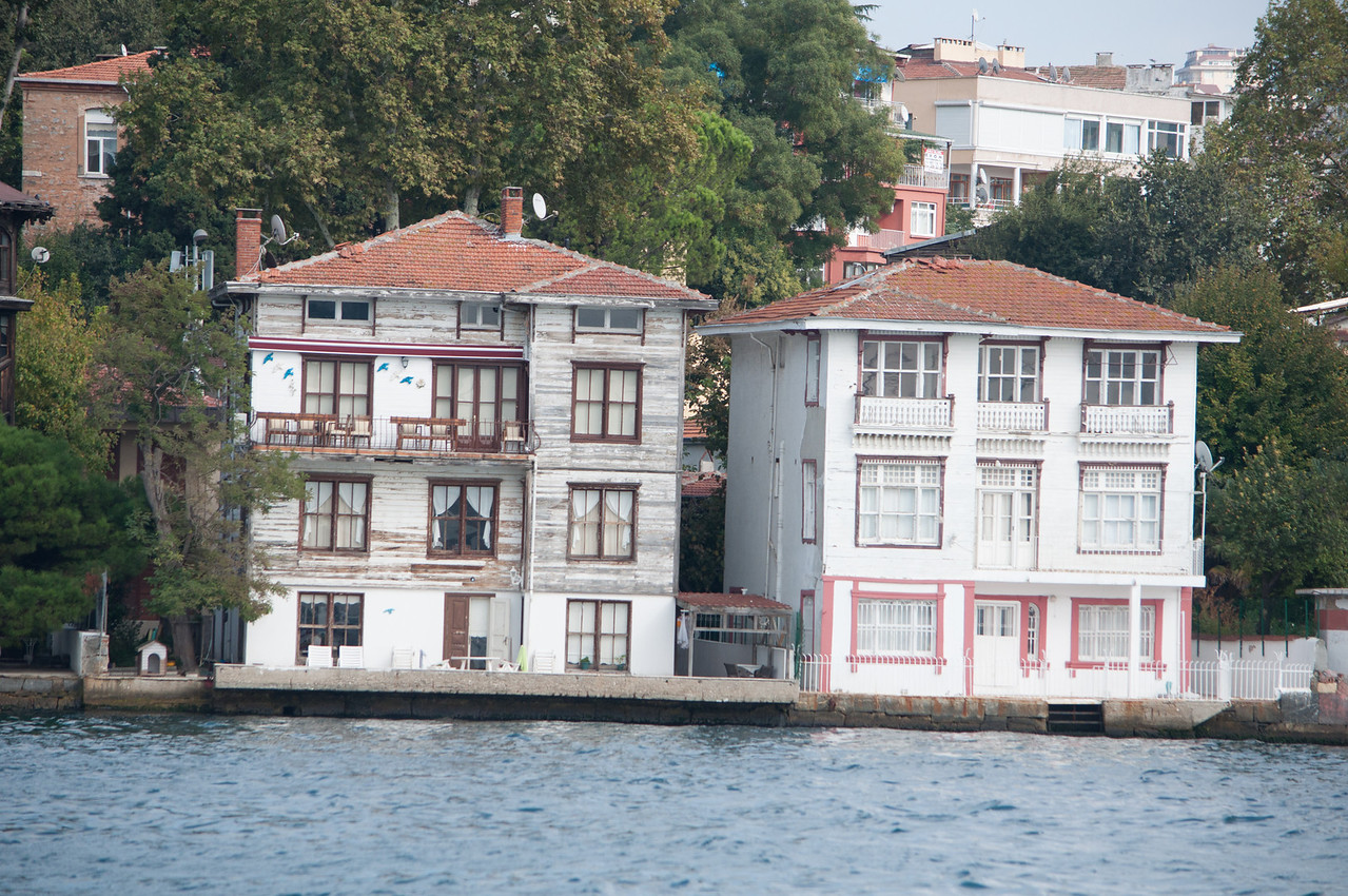 Moore Yali. Bosphorus ships have been known to run aground into these houses during foggy weather.