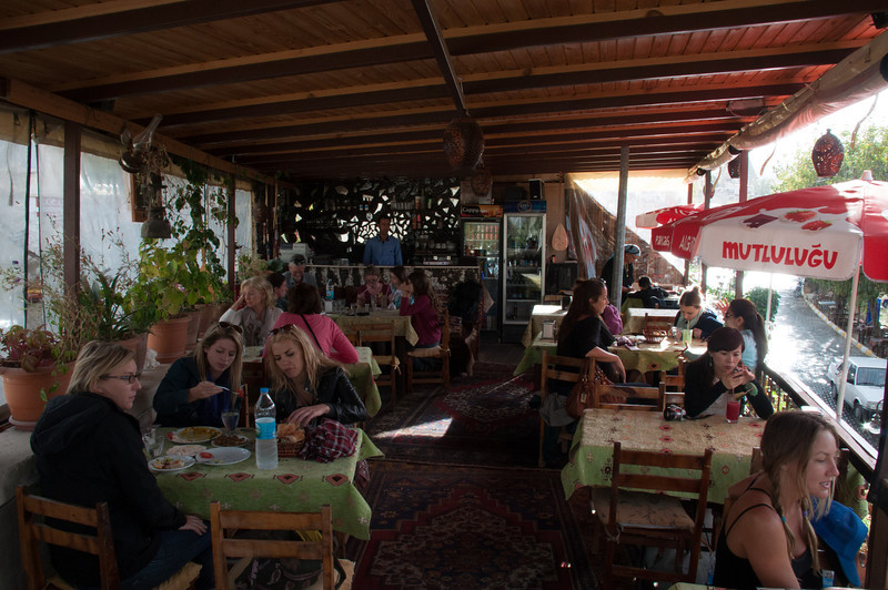 The Meeting Point Cafe: Our favorite watering hole in Goreme, in Kapadokya (Cappadoccia, in english spelling).
