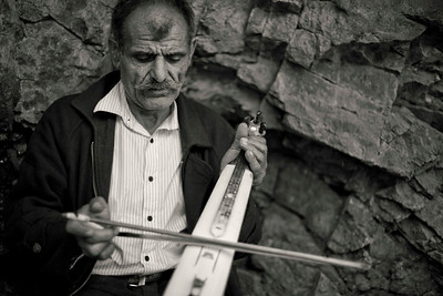 Busker on the path to Mt Sumela Monastery