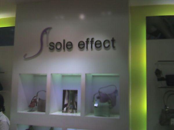 toko sepatu @ Istana Plaza