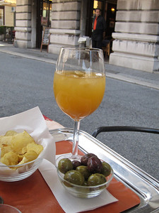 Bellini and olives