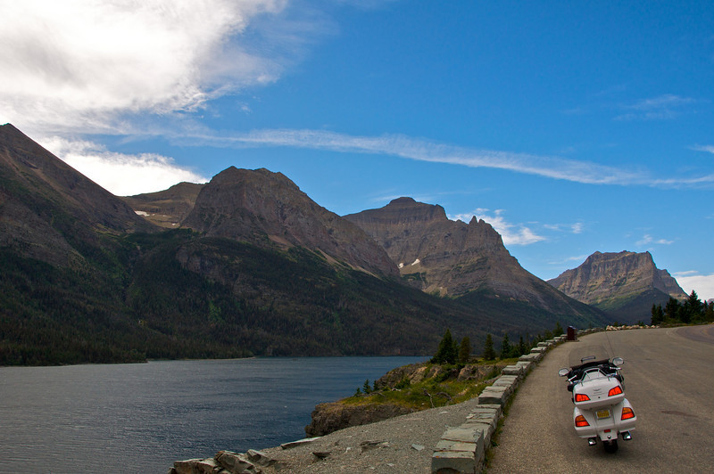 Going-to-the-Sun highway: Descent to Canada