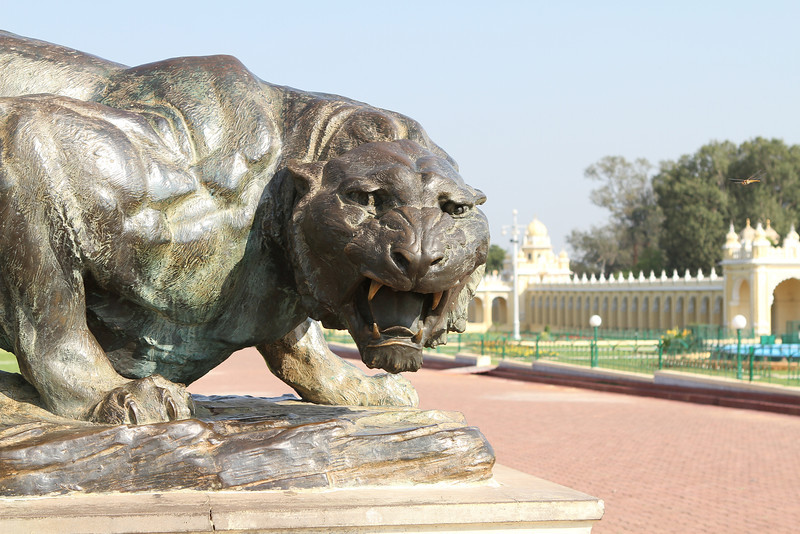 Tiger sculpture on the Mysore Palace grounds