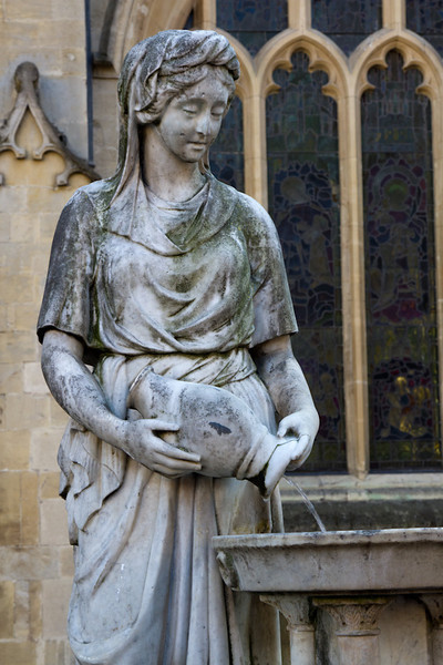 Statue outside of the Bath Abbey as part of a fountain.