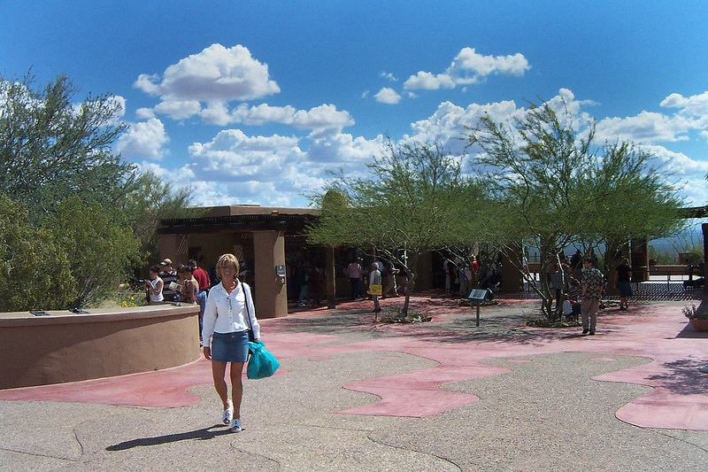 At the entrance to the Arizona-Sonora Desert Museum. This photo was taken as we were leaving as you can tell by Sooz's bag of goodies from the gift shop. Forgot to take one on the way in.