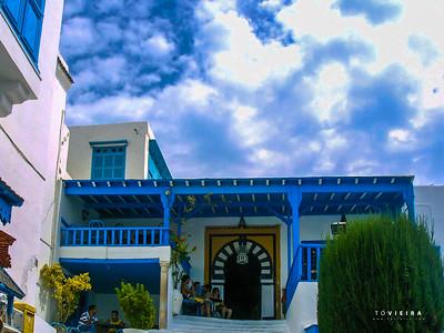 """Lovely blue and white village [Sidi Bou Said] - """"Café des Nattes"""" - o mais conhecido da zona e onde se toma o famoso chá de menta com pinhões"""