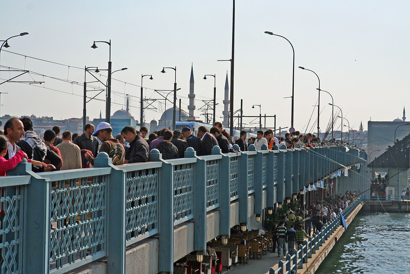Crowds on the Galata Bridge (end of Ramadan)