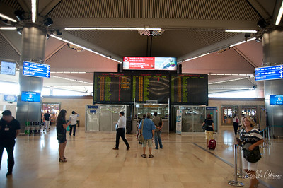 This looks more like a big US train station board than the flight schedule in Istanbul.