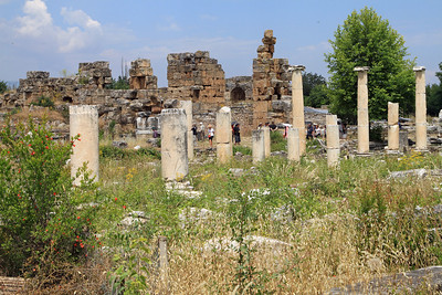 Aphrodisias - Columns and walls.