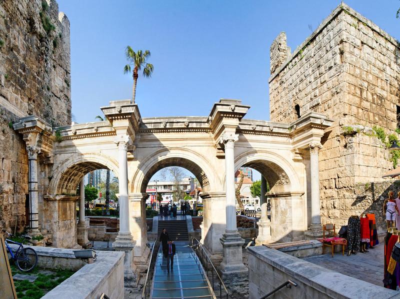 Antalya - Porta de Adriano<br /> Zona histórica de Antalya