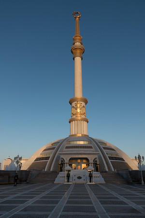 Ashgabat: Monument of Independence