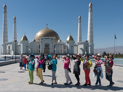 Ashgabat:  Turkmenbashi Ruhy Mosque - Chinese group documenting their visit.