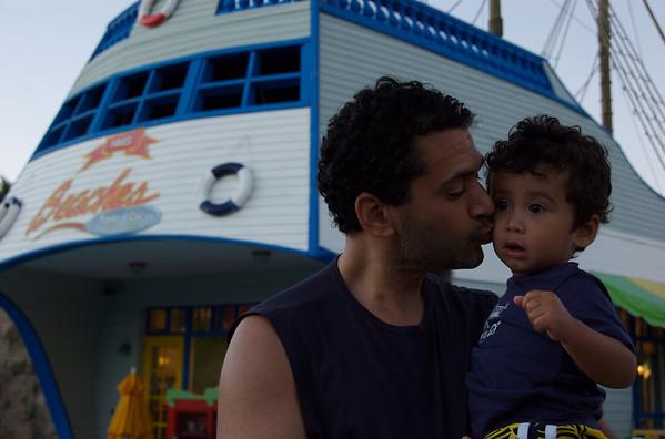 Kisses at pirates island