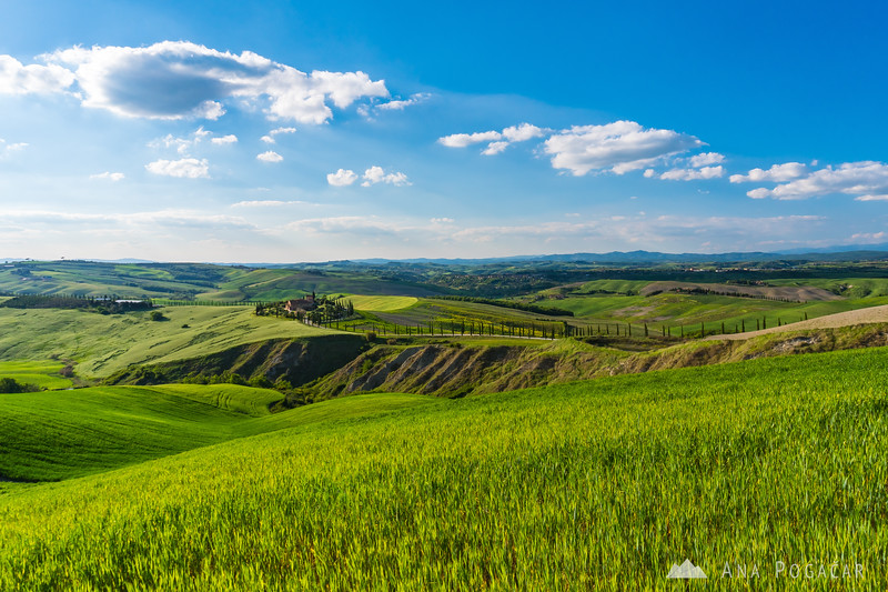 Agriturismo Baccoleno in Crete Senesi on a sunny spring afternoon