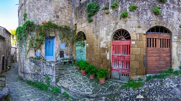 Streets and doors of Pitigliano