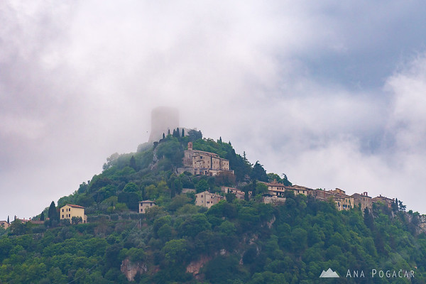 Rocca d'Orcia in morning mists